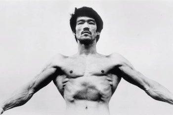 Bruce Lee showing wide cobra-like lats